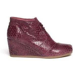 TOMS Desert Burgundy Wedge Ankle Boots Snakeskin 9